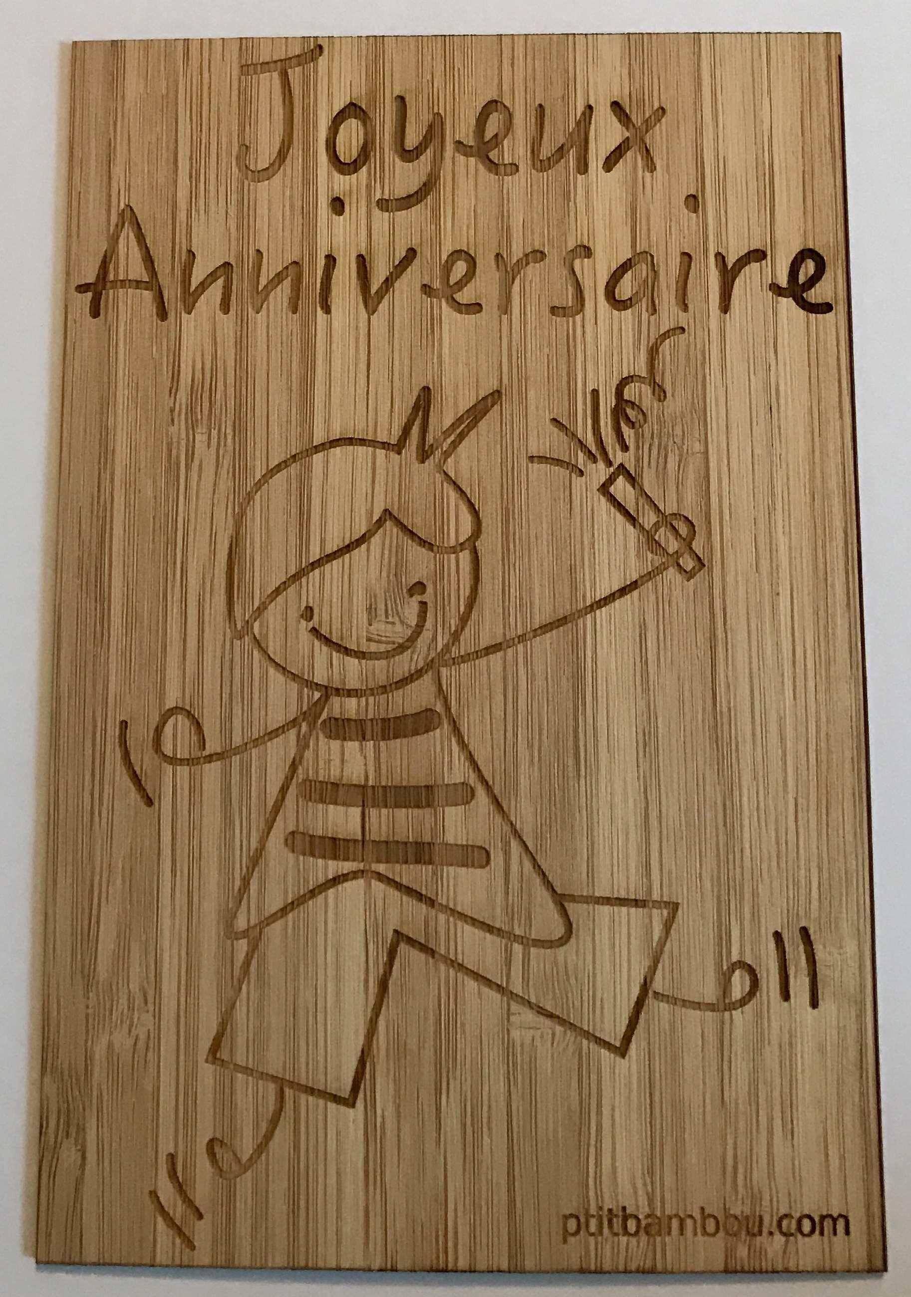 carte en bambou gravée joyeux anniversaire