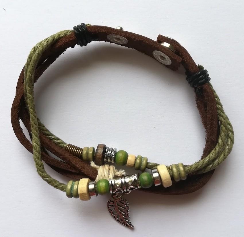 bracelet-cuir-breloque-feuille