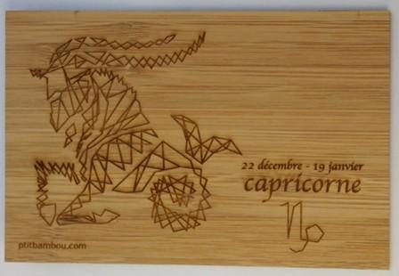 carte postale en bois gravée capricorne
