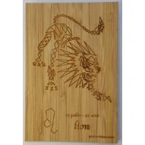 carte en bois gravée lion signe du zodiaque